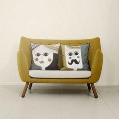 Coussin Mr Cushion de @fermliving - Coussin carré en soie chez Pure Deco