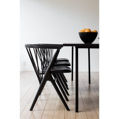 An Iconic Wooden Chair by the Danish Cabinetmaker Helge Sibast in 1953 – No 8 Chair Design for the Sibast Furniture Collection – Interior 3000 Black Dining Chairs, Contemporary Dining Chairs, Dining Room Chairs, Table And Chairs, Green Chairs, Metal Chairs, Kitchen Chairs, Modern Chairs, Design Furniture