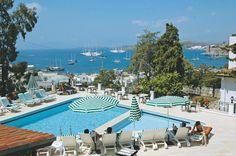 Comca Manzara is een zeer charmant en vriendelijk 3-sterren hotel met prachtig uitzicht over Bodrum. Het is een kleinschalig, romantisch hotelletje met schattige straatjes en een gemoedelijke sfeer. U kunt onder meer gebruik maken van de openbare ruimtes en er zijn 2 zwembaden. Het hotel ligt op 500 m van het strand en het gezellige centrum van Bodrum ligt op slechts 800 m. Op 100 m bevindt zich de halte voor de dolmus, die u naar het centrum van Bodrum brengt. Officiële categorie ***