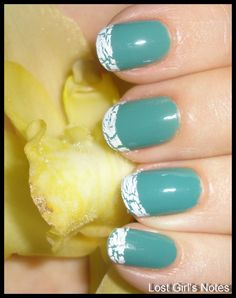 crackle tips with teal color nail polish