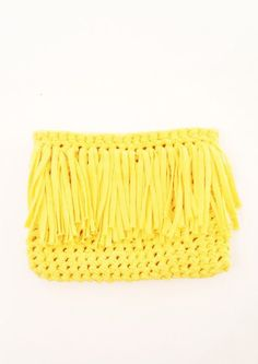 Ten t-shirt yarn projects you will want to make right away. Includes DIY crochet hexagon rugs, a clutch purse with fringing (love!) and two crochet storage tubs. Make your own t-shirt yarn to start on Crochet Clutch Pattern, Crochet Clutch Bags, Bag Crochet, Crochet Shell Stitch, Crochet Handbags, Crochet Purses, Crochet Yarn, Crochet Patterns, Clutch Purse