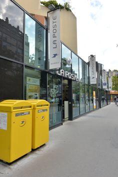 2013 - Bureau de poste Paris Beaugrenelle (Paris, 15e arr.) : vue extérieure avec les boîtes aux lettres © photo André Tudela, La Poste, DR.