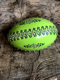 Ostrich Easter Egg decorated with Wax