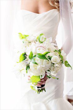Elegant white bouquet #white #bouquet #elegant