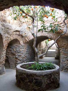 Entrance Room. Photo by Forestiere Underground Gardens
