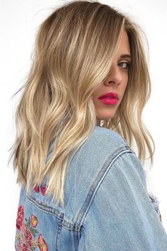 What kind of balayage wicks will fit you best? - What kind of balayage wicks will fit you best? Short Hair With Layers, Short Hair Cuts, Medium Hair Styles, Short Hair Styles, Honey Hair, Brown Blonde Hair, Ombre Hair, Bob Hairstyles, Hair Inspiration