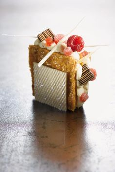 Philippe Bertrand et Martin Diez / cake design Small Desserts, Gourmet Desserts, Fancy Desserts, Plated Desserts, Gourmet Recipes, Delicious Desserts, Patisserie Fine, French Patisserie, Dessert Mousse
