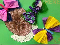 ÀLBUMS PASQUA 2on TRIMESTRE - Material: paper, colors, pinces, blondes, tisores, cola - Nivell: Infantil P3 2014/15