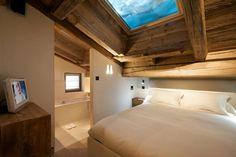 El Estudio de Arquitectura Diseño Bo  a previsto y ejecutado la sofisticada Cyanella Chalet, una cabaña en la montaña situada en Megè...