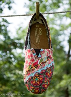 fabric covered toms ... great way to recycle :)
