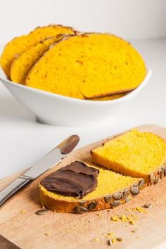 Delicious pumpkin bread with a bright yellow color. Delicious pumpkin bread with a bright yellow color. Savoury Baking, Healthy Baking, Bread Baking, Yeast Bread, Bread Food, Baking For Beginners, Vegan Pumpkin Bread, Healthy Pumpkin, Fall Baking