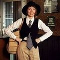 """5 Easy Vintage Halloween Costumes For Women Diane Keaton in """"Annie Hall"""" 1970s"""