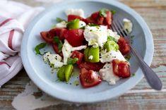 Tomate mit Mozzarella, Burrata, Basilikum und Olivenöl
