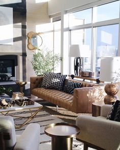 This @decorist room is one of my all time faves. Who loves it just as I do? If you'd like to see how we'd take it on double tap now! #CopyCatChic