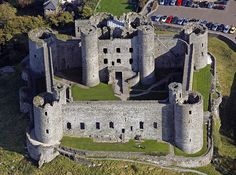 Scottish Castles, Cathedral Church, Chateaus, World Cities, City Landscape, Fortification, Medieval Castle, Abandoned Mansions, Ancient Architecture