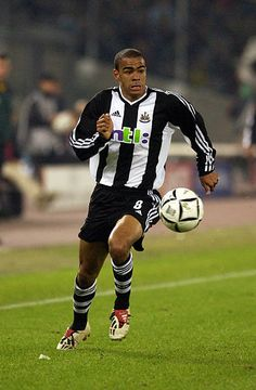 Kieron Dyer of Newcastle United in action during the UEFA Champions League, Group E match on October 2002 between Juventus and Newcastle United played at the Stadio Delle Alpi in Turin, Italy. Uefa Champions League, Turin, Newcastle, Action, Kit, Group Action