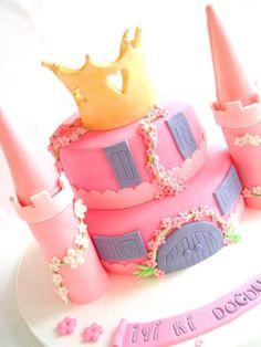 Castle cake by BiscuitbyJasmine, via Flickr
