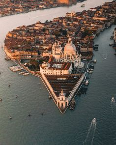 29 best Ideas for photography city europe venice italy Venice Travel, Italy Travel, Places To Travel, Places To Visit, Visit Venice, Belle Villa, Italy Vacation, Kirchen, Venice Italy
