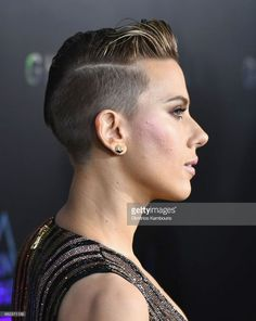 Scarlett Johansson attends the 'Ghost In The Shell' premiere hosted by Paramount Pictures & DreamWorks Pictures at AMC Lincoln Square Theater on March 2017 in New York City. Get premium, high resolution news photos at Getty Images My Hairstyle, Undercut Hairstyles, Girl Hairstyles, Short Undercut, Short Pixie, Short Hair Cuts, Short Hair Styles, Pelo Pixie, Girls Short Haircuts