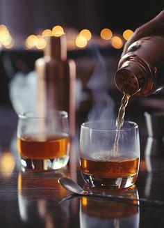 """mlife: """"Sage på ARIA Las Vegas' cocktail'Smoke Missing Spejle'giver middag & et show en helt ny betydning.  (21 +) Cinemagraph af Tumblr Creatr Daria Khoroshavina"""""""
