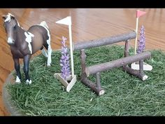 How To Make a Schleich Double Rail Cross Country Jump. You can add this model jump to your Schleich or Breyer collection. It is from my 12 cross-country jumps video. Barn Crafts, Horse Crafts, Schleich Horses Stable, Barbie Horse, Cross Country Jumps, Bryer Horses, Diy Accessoires, Horse Accessories, Hobby Horse