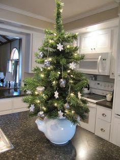 Sew Many Ways Christmas home tour 2013 Christmas Tree Themes, Christmas Tea, Christmas 2014, Christmas Balls, Rustic Christmas, Xmas Tree, All Things Christmas, Christmas Crafts, Merry Christmas