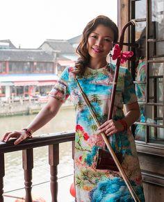 メイン表WeiWeiWuu(WeiWei'sCafeTime)発売中 ウェイウェイ・ウー 二胡コンサート 来日25周年記念「ウェイウェイズ カフェタイム」埼玉 中国の伝統楽器・二胡のパイオニア的存在であり、スタイリッシュで華麗なテクニックを誇る上海出身のウェイウェイ・ウーの演奏をピアノ・ギターとのトリオでお楽しみいただきます。
