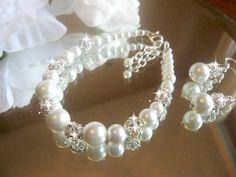 Hey, I found this really awesome Etsy listing at https://www.etsy.com/listing/178343083/swarovski-rhinestone-and-pearl-bracelet