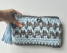 trapillo. zpagetti yarn clutch. handmade. Crochet bag. T-shirt yarn. Вязаный кошелек. Хлопковая пряжа. Bolso de ganchillo. Trapillo. Borsa all'uncinetto. Fettucia. Bolsa de croche. Fio de malha.