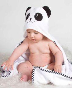 Batas de baño para bebé que necesito que hagan en mi talla Cute Babies, Baby Kids, Baby Boy, Panda Baby Showers, Panda Bebe, Diy Vetement, Baby Towel, Lupe, My Little Baby