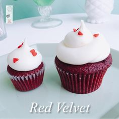 It's almost lunch time. Come down to 341 17th street in downtown #Oakland or 6326 San Pablo avenue in Oakland and grab some #yummy #redvelvet #cupcakes. 🙋 #jamesandthegiantcupcake #jatgc #cupcakestagram #oaklandeats #bayareaeats #bayarea