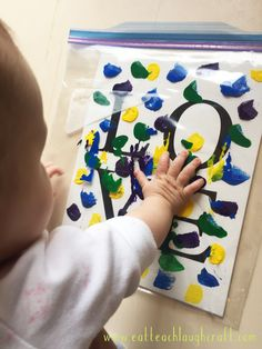 Mess Free Finger Painting Project for Babies & Toddlers - Eat Teach Laugh Craft baby crafts A Crafty Teacher Turned New Mom Daycare Crafts, Toddler Crafts, Infant Crafts, Infant Art Projects, Infant Activities, Activities For Kids, 8 Month Old Baby Activities, Crafts To Do, Crafts For Kids