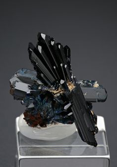 Azurite from Marocco. Minerals And Gemstones, Rocks And Minerals, Crystal Magic, Sticks And Stones, Rocks And Gems, Healing Stones, Geology, Stones And Crystals, Nature