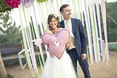 Todas las parejas sueñan con que su boda sea muy especial y sobre todo, recordada como una de las mejores. Por eso, hoy en día es importante buscar pequeños detalles que hagan que la gente se lo pase genial, como los photobooths.
