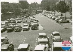Beestenmarkt Leiden zestiger jaren, ingericht als parkeerplaats, was toch handig.