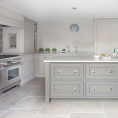 Home Decor Kitchen, Kitchen Interior, Home Kitchens, Custom Kitchens, Modern Interior, Interior Design, Limestone Flooring, Natural Stone Flooring, Kitchen Tiles