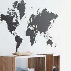 Väggdekal i form av världskarta för väggar i konferens.