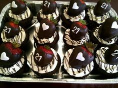 An idea for something for the dessert table at my 21st Birthday Cake For Guys, 21st Bday Ideas, 21st Cake, 22nd Birthday, Birthday Treats, Birthday Celebration, Birthday Board, Fun Cupcakes, Cupcake Cakes