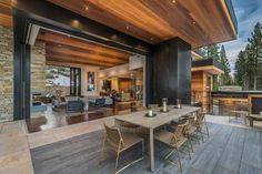 Fabulous mountain dwelling with jaw dropping views of Martis Valley This modern mountain dwelling designed by Kelly & Stone Architects and Colby Mountain Properties is sited in Martis Camp, Truckee, California. Mountain Home Exterior, Modern Mountain Home, Mountain Homes, Lake Tahoe, Casa Top, Level Homes, Cabin Homes, Modern House Design, Luxury Homes