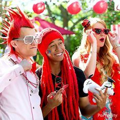 Click for  school spirited ideas to create Instagram worthy pics! From crazy mohawk and Rasta wigs to cool shades... there's a look for every grad!