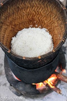 In this recipe, learn how to make sticky rice, the authentic Thai street food way. Make it like this, and it will be perfectly fluffy and moist. White Rice Recipes, Sticky Rice Recipes, Thai Dishes, Food Dishes, Side Dishes, Thai Recipes, Asian Recipes, Thai Cooking, Cooking Salmon