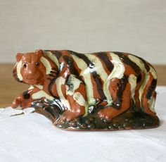 Etsy の Vintage Money Box Tiger Pottery Money Box by VintageByLeni