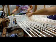 La ripresa della tessitura al telaio a Bivongi 2009 - a l'urditura parte 4 di 4 - YouTube