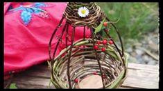 Fabriquer sa mangeoire, en vidéo, par et pour les enfants ! A regarder ! Faire Son Compost, Bird House Feeder, Willow Weaving, Paper Weaving, Bird Toys, Permaculture, Science Nature, Bird Houses, Plant Hanger