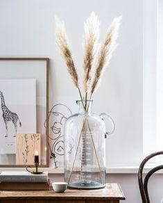 Vase Measurement 5000 ml Vt Wonen Bohemian Interior, Bohemian Decor, Interior Styling, Home Flower Arrangements, Grass Decor, Welcome To My House, Event Decor, Dried Flowers, Interior Inspiration