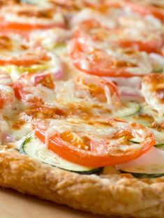 Puff Pastry Pizza with Summer Veggies Recipe Pizza Recipes, Veggie Recipes, Vegetarian Recipes, Dinner Recipes, Cooking Recipes, Healthy Recipes, Dinner Ideas, Catering Recipes, Pastries Recipes