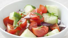 Vegetables are key to a healthy diet, but this advice isn't so simple for people with ulcerative colitis. Get tips and recipes for eating veggies with IBD. Bacon Recipes, Diet Recipes, Cooking Recipes, Easy Recipes, Recipies, Nutritional Value Of Tomatoes, Crepes, Ulcerative Colitis Diet, Healthy Recipes For Diabetics