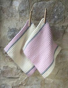 DES SERVIETTES D'INVITÉS EN EVEN MOSS STITCH Crochet Home, Crochet Gifts, Diy Crochet, Crochet Bikini, Dishcloth Knitting Patterns, Crochet Patterns, Moss Stitch, Baby Dress, Straw Bag