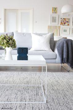 Scandinavian living room + great rug from Linie Design - very nice! http://www.lannamobler.se/sv/handvavda/linie-design-handvavd-matta-asko-mixed-170x240-cm