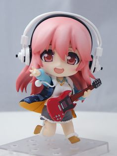 Reservations for Nendoroid Super Sonico is open at the Goodsmile Company's online store. It's 3,500 JPY (about $44.00 USD) and shipping is about 2,000 JPY. Ships globally. I thought the Sonico Nendoroid looked a little awkward at first, but she looks increasingly cuter every time I see her.